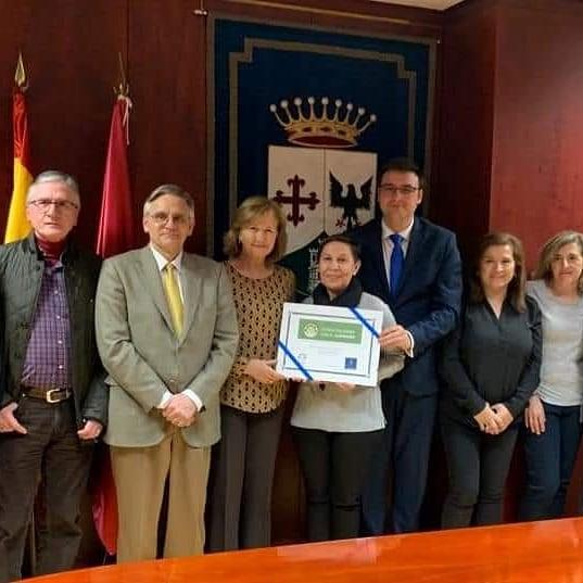 Entrega acreditación ciudad solidaria con el Alzheimer
